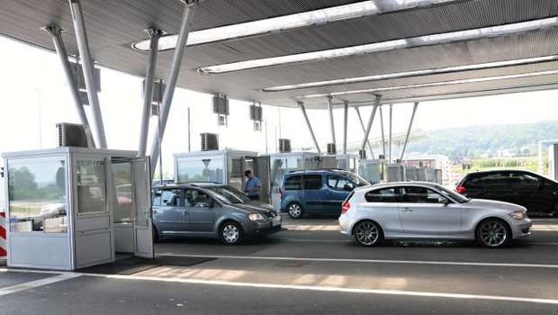 Slovenci, Avstrijci in Madžari lahko poslej prečkajo mejo izven kontrolnih točk (foto: STA/Rasto Božič)