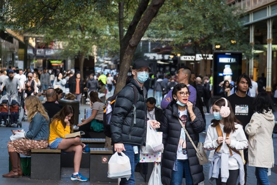 Število smrtnih žrtev koronavirusa se bliža 400.000