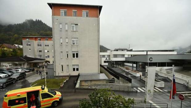 V Splošni bolnišnici Jesenice okužbo odkrili tudi pri bolniku (foto: Tamino Petelinšek/STA)