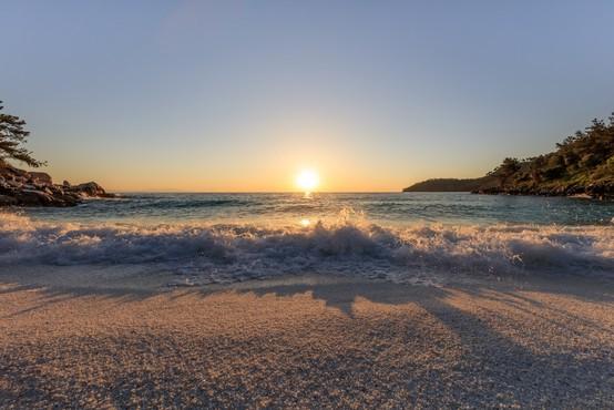 Z Brnika na grške otoke od sredine julija dalje
