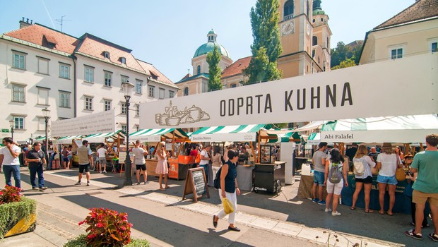 Prva letošnja kulinarična tržnica Odprta kuhna s skoraj 40 stojnicami (foto: Profimedia)