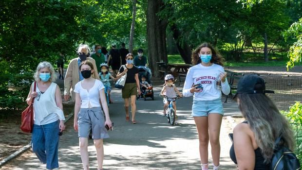 V ZDA se je število okužb z novim koronavirusom povzpelo na dva milijona (foto: Profimedia)