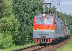 V Sloveniji se je ob polnoči znova sprostil mednarodni cestni in železniški promet