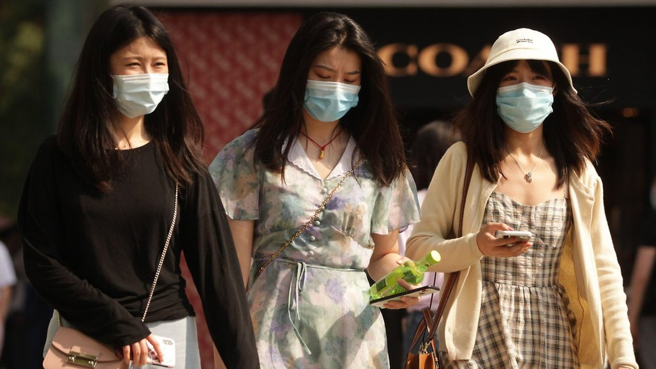Na Kitajskem zaskrbljeni, bojijo se novega izbruha koronavirusa (foto: profimedia)