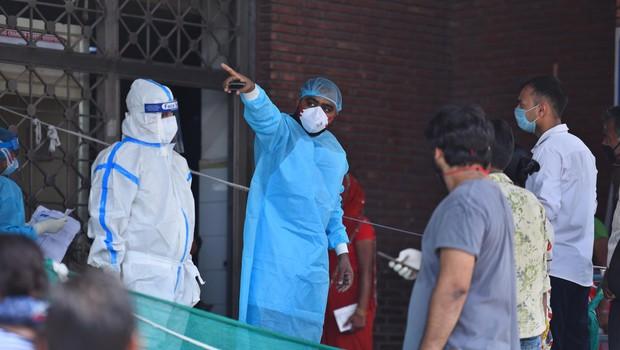 Problem polnih bolnišnic bodo v Indiji reševali s hoteli in z začasnimi enotami na vagonih (foto: profimedia)