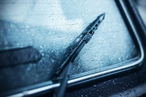 Zaradi napovedanih močnih nalivov in padavin povečana verjetnost zemeljskih plazov