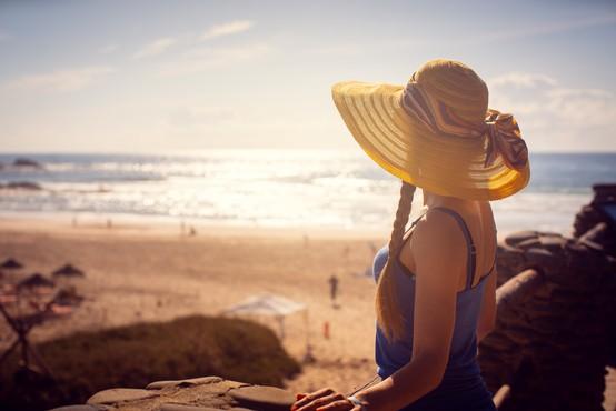Dermatologi svarijo pred soncem, ker smo zaradi epidemije 'preskočili' privajanje