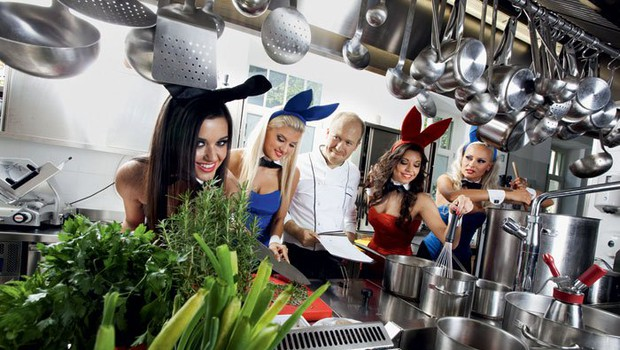 Uroš Štefelin z zajčicami (foto: Bor Dobrin)