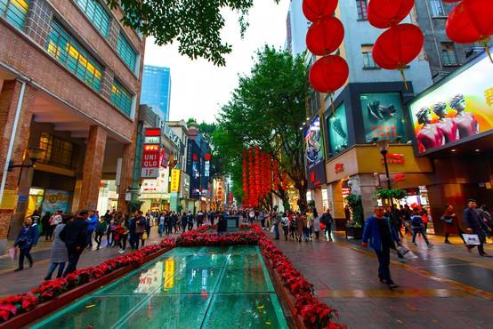 V Pekingu so v prizadevanjih za zajezitev novega vala okužb zaprli šole