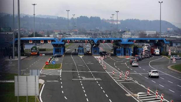Od petka strožji ukrepi pri prehajanju meje (foto: Hina/STA)