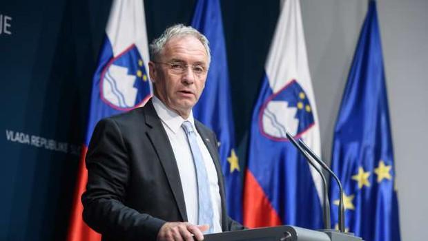 Slovenija podaljšala seznam držav na rdeči listi (foto: Nebojša Tejić/STA)
