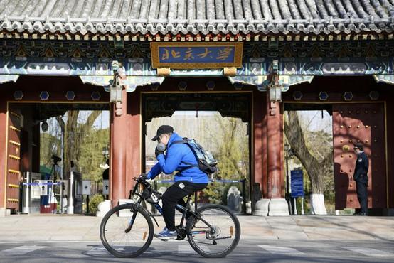 Na novem žarišču v Pekingu odkrili evropsko mutacijo virusa (zdaj preverjajo uvoženo hrano)