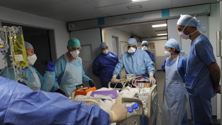 Kitajski zakonski par poklonil 40.000 evrov rimski bolnišnici (foto: profimedia)