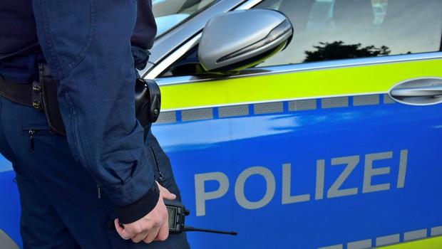 Divja noč v Stuttgartu: skupina izgrednikov napadla policiste in razbijala izložbe (foto: profimedia)