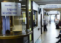 V čakalnici urgence med vikendom bolnik s covidom-19. V nedeljo odkrili en nov primer okužbe.
