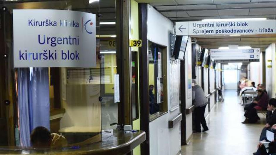 V čakalnici urgence med vikendom bolnik s covidom-19. V nedeljo odkrili en nov primer okužbe. (foto: Tamino Petelinšek/STA)