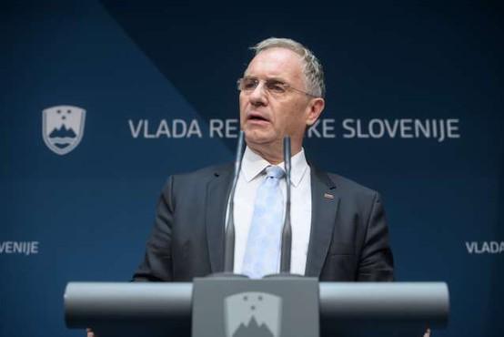 Notranji minister Aleš Hojs napovedal možnost obveznega nošenja mask