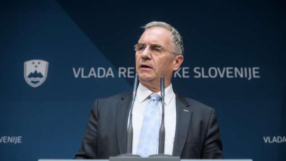 Notranji minister Aleš Hojs napovedal možnost obveznega nošenja mask (foto: Nebojša Tejić/STA)