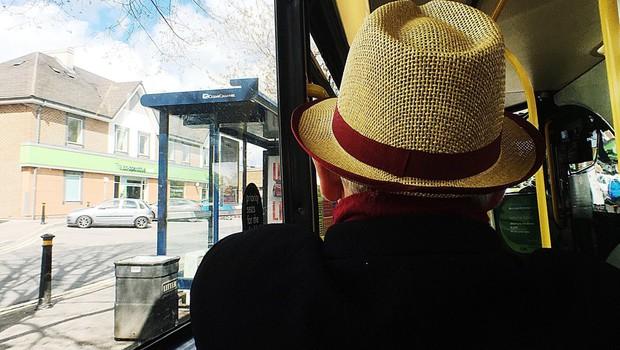 Upokojenci naj vloge za brezplačne vozovnice pošljejo po pošti! (foto: profimedia)