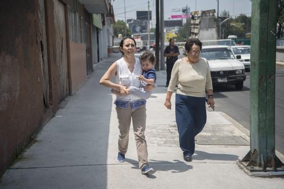 Južno Mehiko stresel močan potres, izdano opozorilo pred cunamijem