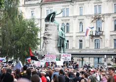 Več tisoč ljudi zapolnilo Prešernov trg na alternativni proslavi ob dnevu državnosti