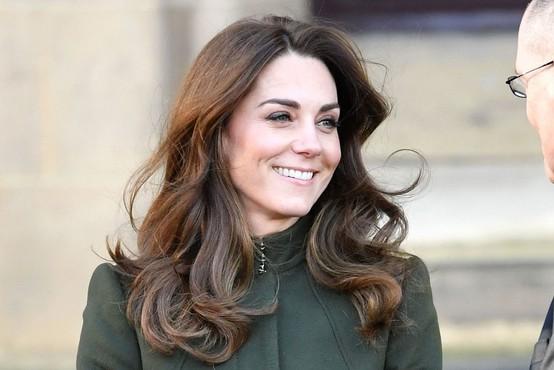 """Kate Middleton je nosila """"skinny jeans"""" - ta kroj se očitno še ne poslavlja"""