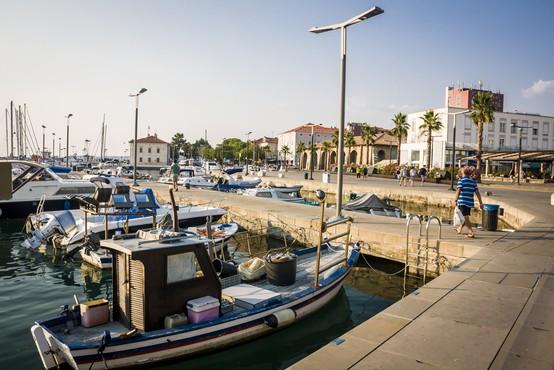 V Kopru okuženi trije dijaki, še 13 oseb v karanteni