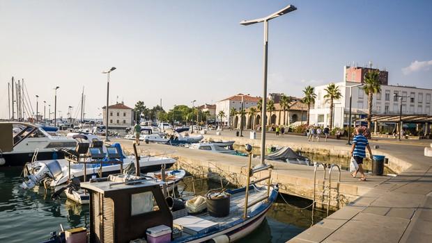 V Kopru okuženi trije dijaki, še 13 oseb v karanteni (foto: Shutterstock)