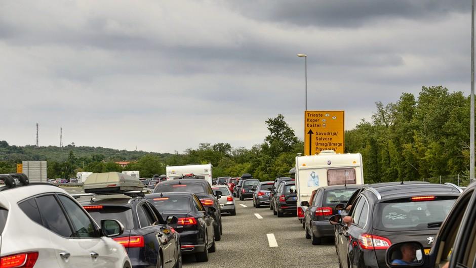 Pred nami so praznik, začetek počitnic in prvi večji prometni zastoji (foto: Shutterstock)