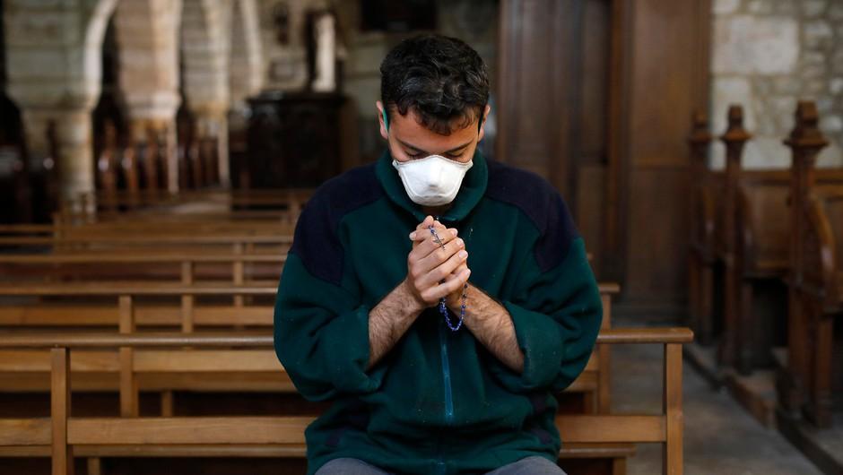 Tudi v cerkvah obvezne zaščitne maske, so odločili škofje (foto: profimedia)
