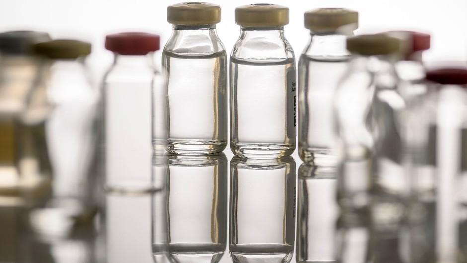 Svet je pred izzivom: kako proizvesti in distribuirati milijardo cepiv hkrati? (foto: profimedia)