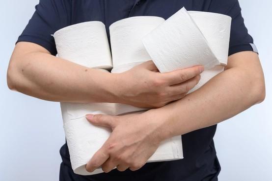 Ob novem izbruhu koronavirusa so v Avstraliji omejili nakup toaletnega papirja