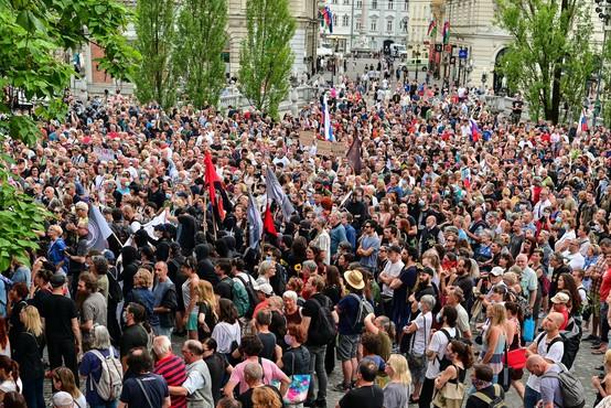 Protestniki so se tokrat zbrali na Prešernovem trgu, čeprav Trg republike ni bil ograjen
