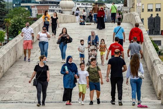 Koronavirus razsaja po Balkanu, število okuženih hitro raste