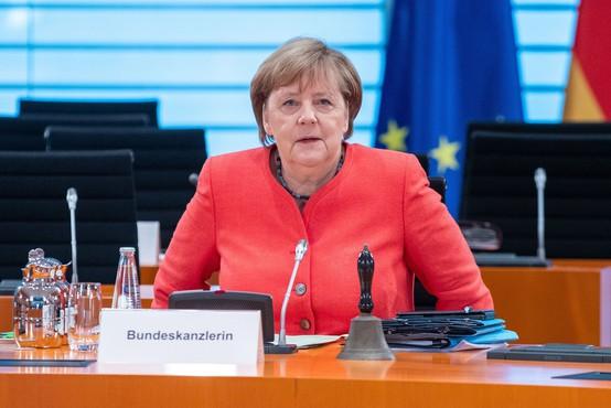 Angela Merkel posvarila državljane pred nepremišljenim ravnanjem