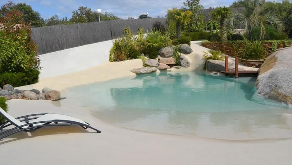 Hit poletja: So to Maldivi ali peščeni bazen za domačo hišo? (foto: Piscinasdearena.com)