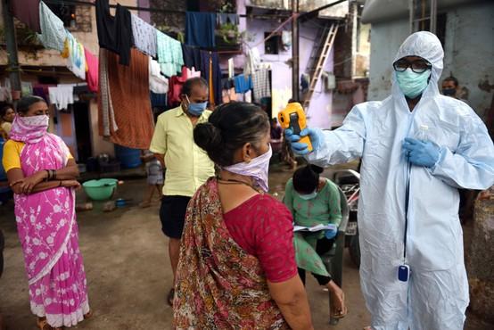 V Indiji za obolele s koronavirusom 10.000 postelj iz kartona