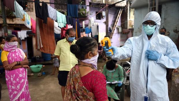 V Indiji za obolele s koronavirusom 10.000 postelj iz kartona (foto: Profimedia)