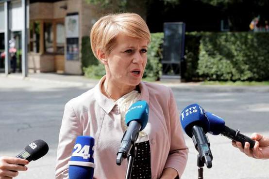 Ljubljanska pokrajinska organizacija DeSUS izrekla nezaupnico Pivčevi