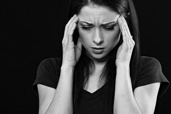 Glavobol bi lahko postal ključni simptom za predikcijo poteka covida-19