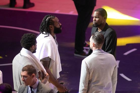 Pred nadaljevanjem ameriške košarkarske lige na testih pozitivnih 25 igralcev in 10 spremljevalcev
