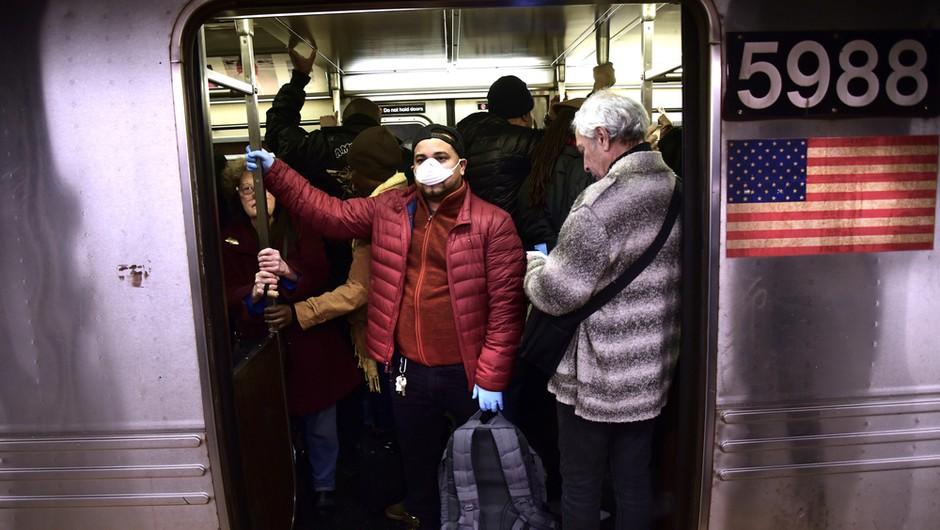 Zadnji dnevi v ZDA najslabši od izbruha pandemije. Beležijo rekordno število okužb. (foto: Shutterstock)