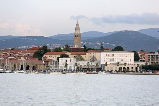 Zaradi ukrepov proti širjenju okužbe bi v Kopru konec tedna utegnili omejiti dostop do kopališča