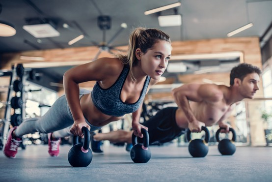 Fitnesi ne predstavljajo dodatnega tveganja za okužbo s COVID-19