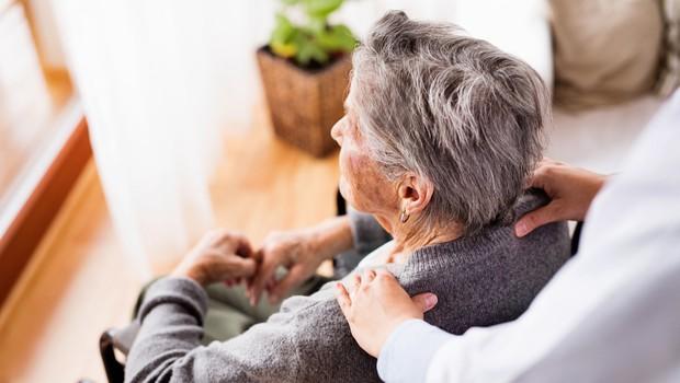 V Centru starejših Pristan Vipava okuženi štirje stanovalci in pet zaposlenih (foto: Shutterstock)