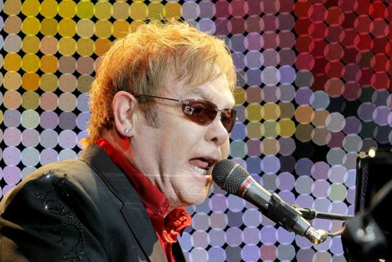 Po skupini Queen na kovancih z glasbenimi legendami tudi Elton John