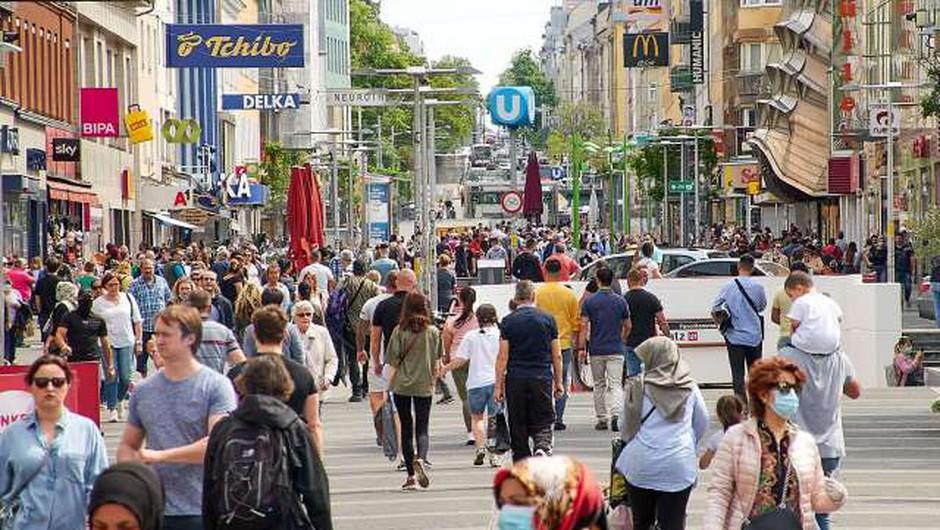 V Avstriji prvič po 19. maju več kot tisoč aktivno okuženih (foto: Xinhua/STA)