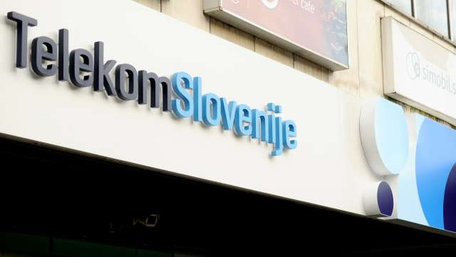 Planet TV v roke Madžarom (foto: Tamino Petelinšek/STA)