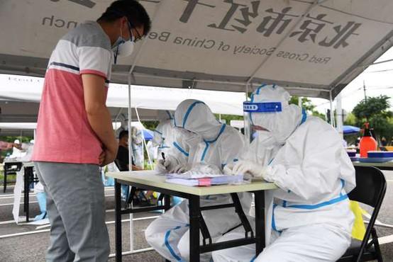 V kitajski prestolnici prvič po junijskem izbruhu brez novih okužb