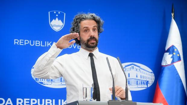 Slovenija postopoma dosega raven okužb za uvrstitev na rumeni seznam držav (foto: Nebojša Tejić/STA)